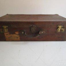 Antigüedades: ANTIGUA MALETA - LUIS F. CAMUÑO, MADRID - MADERA Y CUERO - CERRADURAS EN LATÓN. Lote 218399101