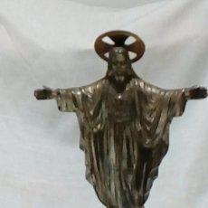 Antigüedades: JESUS SAGRADO CORAZON DE METAL CON BASE DE MARMOL. Lote 218410435