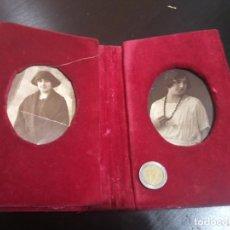 Antigüedades: PORTAFOTOS CON DOS RETRATOS DE MUJER. TERCIOPELO ROJO GRANATE. BILBAO DÉCADA 1910. Lote 218431812