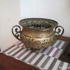 Antigüedades: MACETERO BRONCE Y LATÓN. Lote 218475617