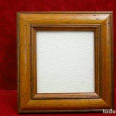 Antigüedades: MARCO PORTARETRATOS MADERA RUSTICO 13 X 13,5 CM. Lote 218481927