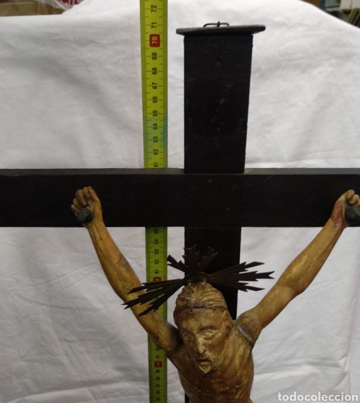 Antigüedades: Cruz de sobremesa, talla siglo XVIII, lleva en la base unas reliquias de Santa Catalina - Foto 5 - 218493958