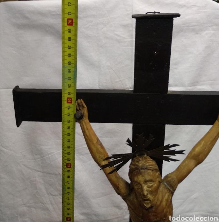 Antigüedades: Cruz de sobremesa, talla siglo XVIII, lleva en la base unas reliquias de Santa Catalina - Foto 6 - 218493958