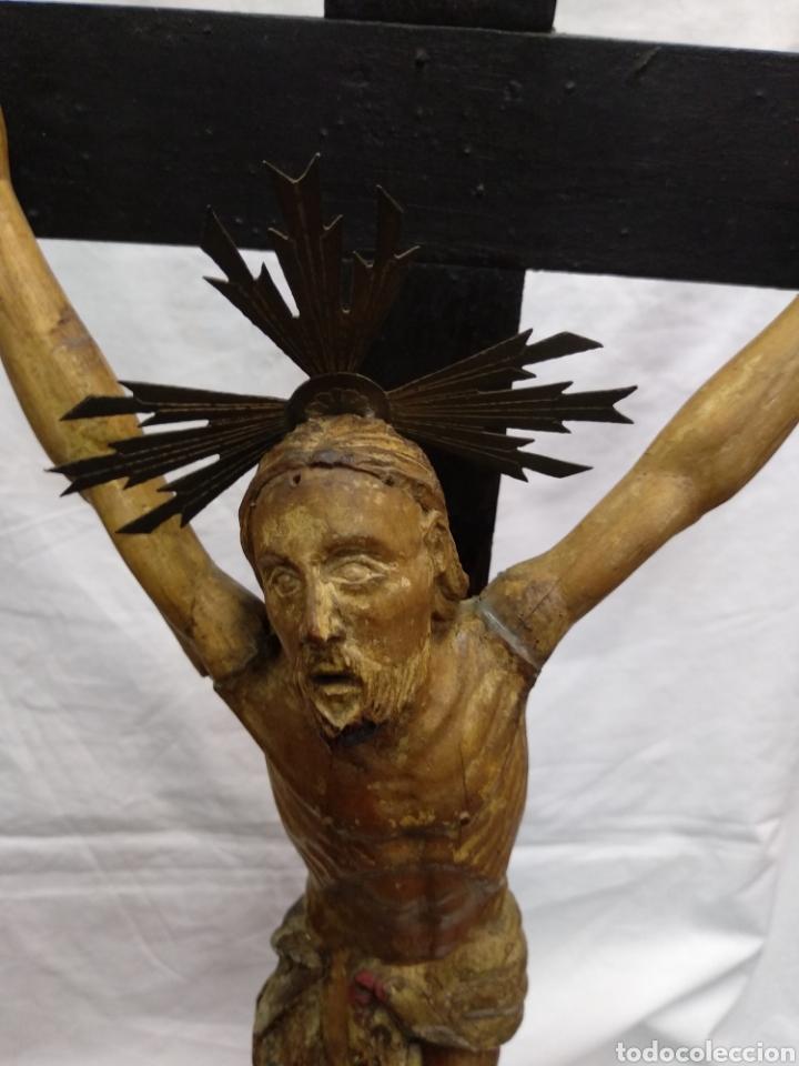 Antigüedades: Cruz de sobremesa, talla siglo XVIII, lleva en la base unas reliquias de Santa Catalina - Foto 7 - 218493958
