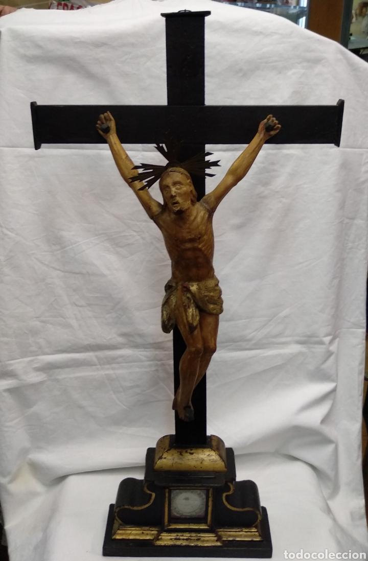 Antigüedades: Cruz de sobremesa, talla siglo XVIII, lleva en la base unas reliquias de Santa Catalina - Foto 9 - 218493958