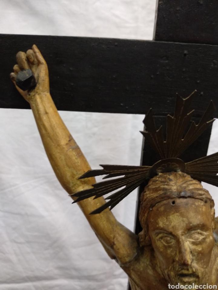 Antigüedades: Cruz de sobremesa, talla siglo XVIII, lleva en la base unas reliquias de Santa Catalina - Foto 14 - 218493958