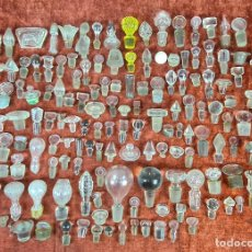 Antigüedades: COLECCIÓN DE 163 TAPONES PARA FRASCOS Y BOTELLAS. CRISTAL TALLADO. SIGLO XIX.. Lote 218498462