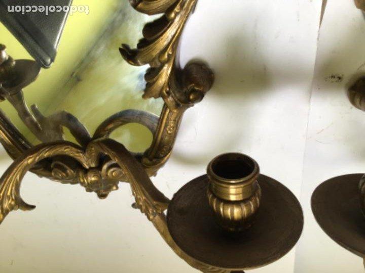 Antigüedades: ANTIGUA PAREJA DE 2 APLIQUES PARA VELAS CON ESPEJO , EN BRONCE , ESTILO VENECIANO - Foto 5 - 218510638