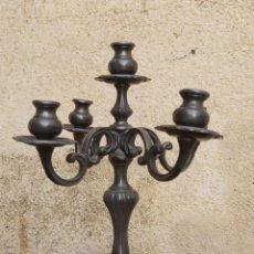 Antigüedades: CANDELABRO DE METAL DE CUATRO BRAZOS DE BONITAS. Lote 218518681