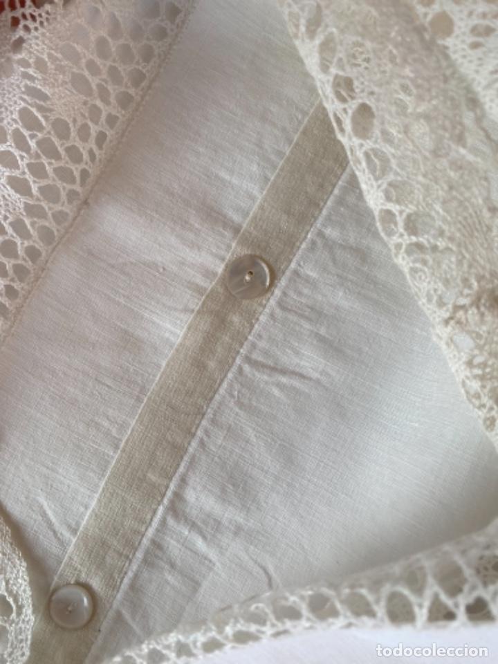Antigüedades: Antigua funda de almohada artesanal bordados rococo originales encaje bolillos perfecto estado - Foto 7 - 218526187