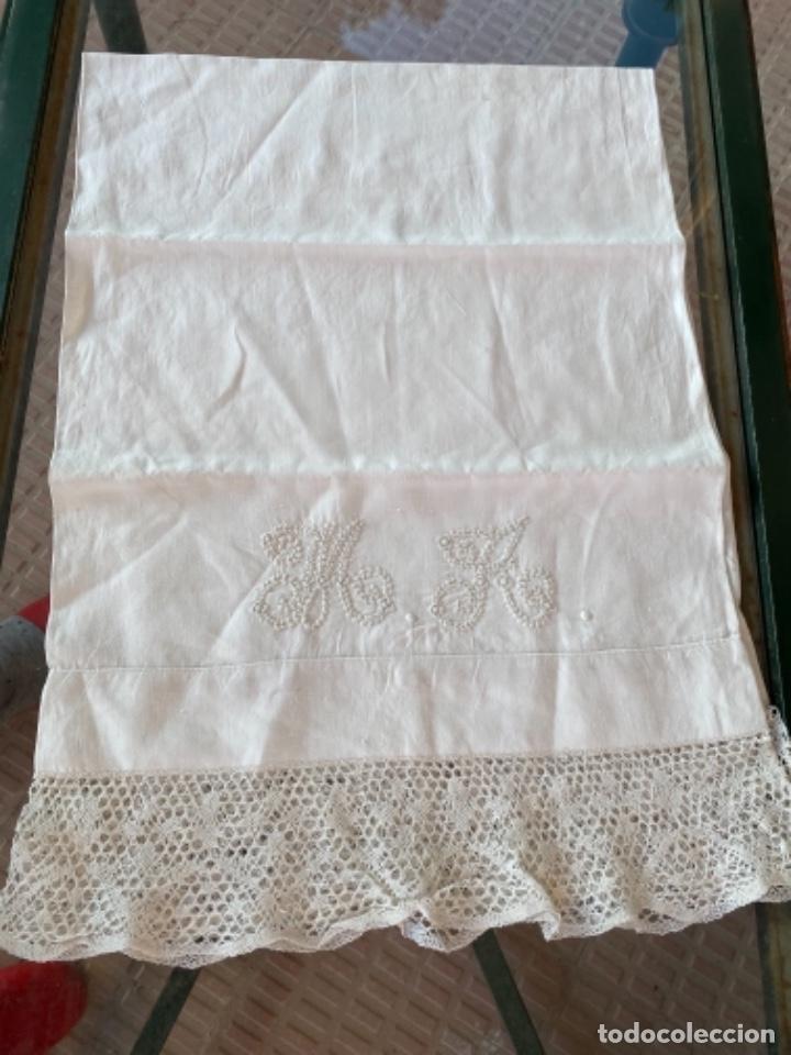 Antigüedades: Antigua funda de almohada artesanal bordados rococo originales encaje bolillos perfecto estado - Foto 13 - 218526187