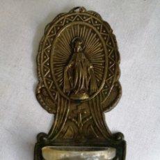 Antigüedades: BENDITERA DEL VIRGEN EN METAL Y CRISTAL ANTIGUA. Lote 218528427