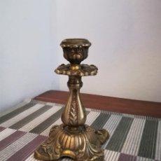 Antigüedades: CANDELABRO DE BRONCE MACIZO FINALES SXIX O PRINCIPIOS SXX. Lote 218544610