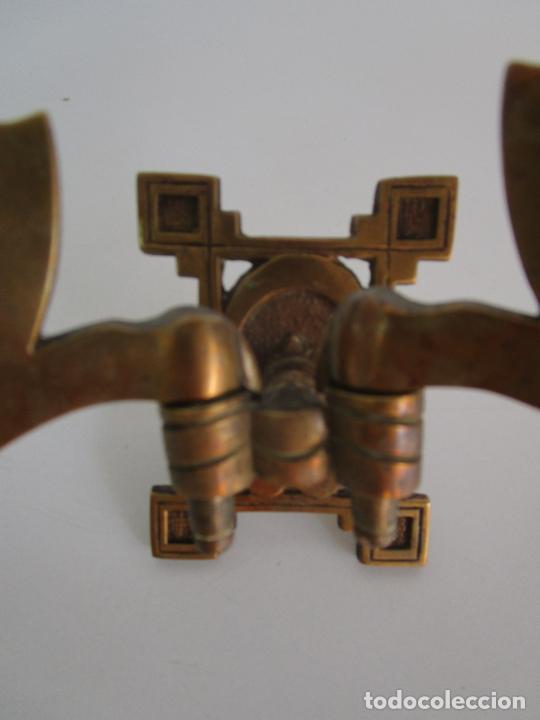 Antigüedades: Pareja de Candelabros y Asas de Piano - Art Nouveau - Bronce Cincelado - Foto 4 - 218563032