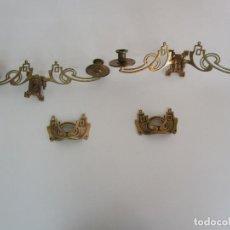 Antigüedades: PAREJA DE CANDELABROS Y ASAS DE PIANO - ART NOUVEAU - BRONCE CINCELADO. Lote 218563032
