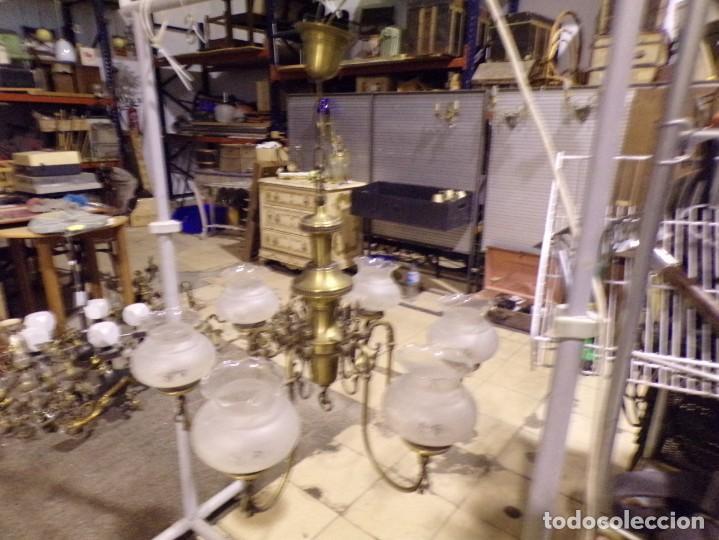 Antigüedades: gran lampara de bronce de 6 luces con tulipas de cristal decorado lista funcionando - Foto 7 - 218564768