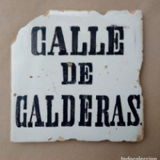 Antigüedades: ESPECTACULAR Y MUY ANTIGUO AZULEJO. CALLE DE CALDERAS. SIGLO XVIII-XIX. PINTADO A MANO.. Lote 218569612