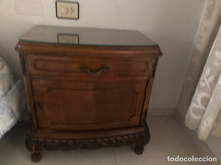 Antigüedades: Conjunto de habitacion del siglo XIX en madera de nogal. Cama entera, dos mesitas de noche y comoda - Foto 7 - 218572046