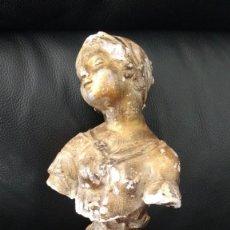 Antigüedades: ESCULTURA DE MUJER EN ESCAYOLA. Lote 218574730