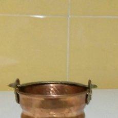 Antigüedades: CALDERO DE COBRE EN MINIATURA. Lote 218632528