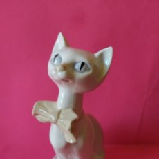 Antigüedades: ELEGANTE GATITA PRESUMIDA DE PORCELANA, MADE IN SPAIN.. Lote 218633553