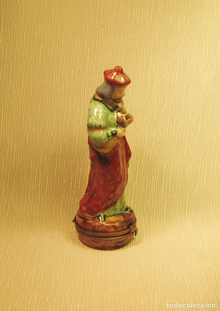 Antigüedades: CAJA DE PORCELANA DE LIMOGES PINTADA A MANO. REY MAGO GASPAR - Foto 3 - 218663295