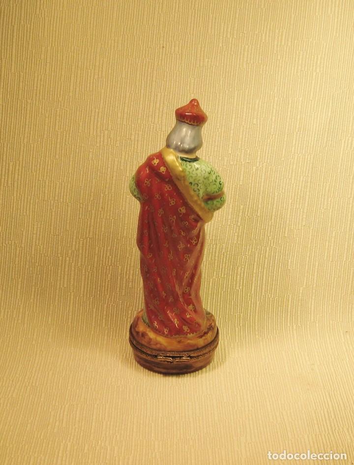 Antigüedades: CAJA DE PORCELANA DE LIMOGES PINTADA A MANO. REY MAGO GASPAR - Foto 4 - 218663295