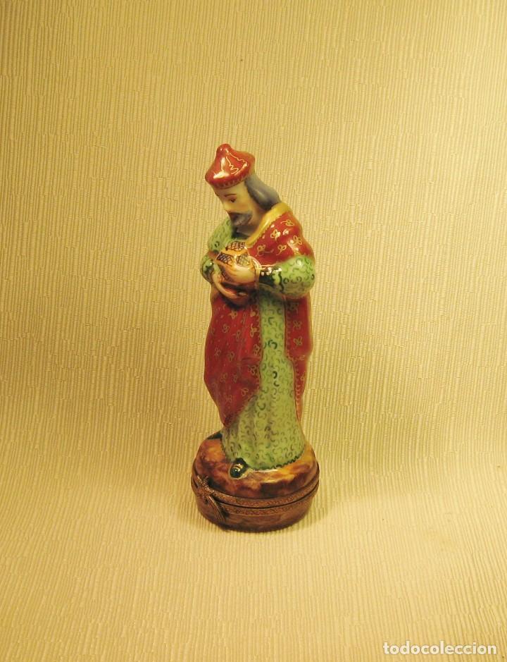 Antigüedades: CAJA DE PORCELANA DE LIMOGES PINTADA A MANO. REY MAGO GASPAR - Foto 5 - 218663295