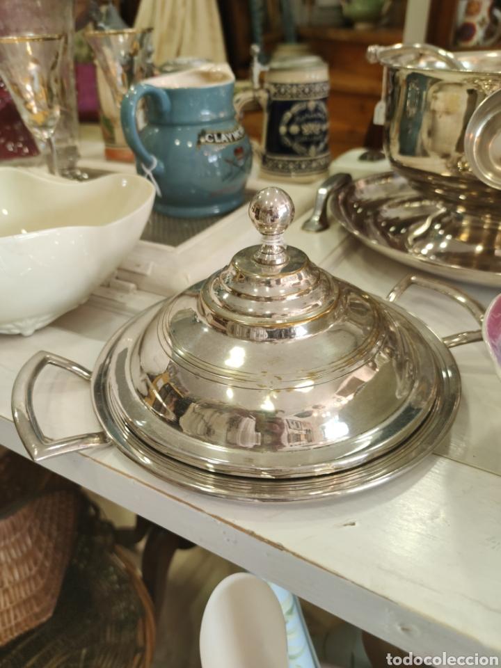 Antigüedades: Campana o plato de presentación con tapa baño de plata - Foto 2 - 218674218