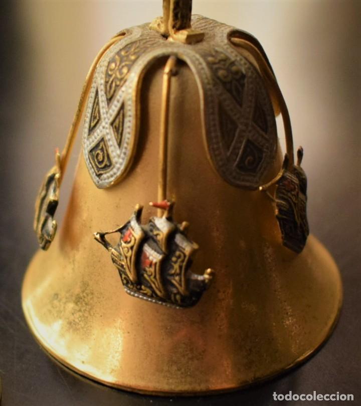 ANTIGUA CAMPANITA CON LAS TRES CARABELAS (Antigüedades - Hogar y Decoración - Campanas Antiguas)