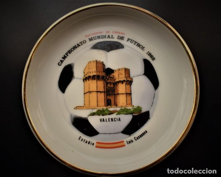 PLATO DEL CAMPEONATO MUNDIAL DE FUTBOL DE 1982 (Antigüedades - Porcelanas y Cerámicas - Otras)