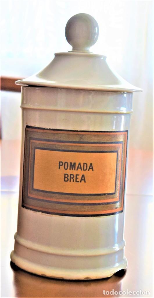 Antigüedades: LOTE DOS TARROS DE FARMACIA ANTIGUOS 24 CM ALTURA POMADA BELLADONA Y POMADA BREA - Foto 2 - 218701018