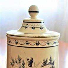 Antigüedades: TARRO DE FARMACIA MUY ANTIGUO PINTADO A MANO RHAMNUS ZIZIPH. CON SELLO BASE FERRER ALTURA 25 CM. Lote 218702176