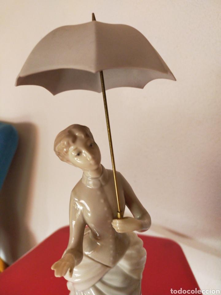 Antigüedades: Dama del paraguas lladró - Foto 2 - 218704825