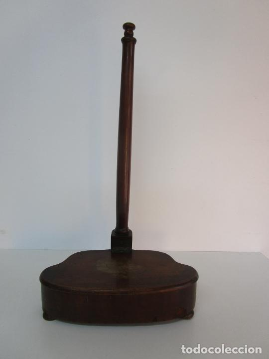 CURIOSO MUEBLE AUXILIAR - SOPORTE PARA ESCUPIDERA - MADERA DE CAOBA - S. XIX (Antigüedades - Muebles Antiguos - Auxiliares Antiguos)