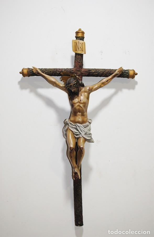 CRUCIFIJO ANTIGUO DE PASTA ANTIGUA OLOT (Antigüedades - Religiosas - Crucifijos Antiguos)