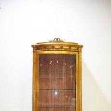 Antiquités: VITRINA ANTIGUA LUIS XVI MADERA TALLADA Y ORO. Lote 218771963