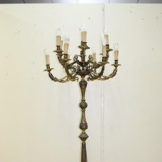 Antigüedades: CANDELABRO ANTIGUO DE PIE EN BRONCE DORADO CON 13 LUCES. Lote 218774840
