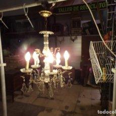 Antigüedades: ANTIGUA LAMPARA BRONCE Y CRISTAL CON LAGRIMAS 5 LUCES, FUNCIONANDO. Lote 218775858