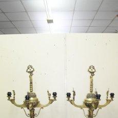 Antigüedades: CANDELABROS ANTIGUOS DE BRONCE DORADO RENACIMIENTO. Lote 218778825