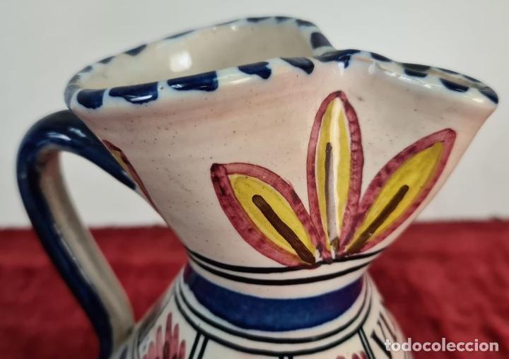 Antigüedades: PAREJA DE JARRAS. CERÁMICA ESMALTADA. DECORADA A MANO. TALAVERA. SIGLO XX. - Foto 7 - 218782551