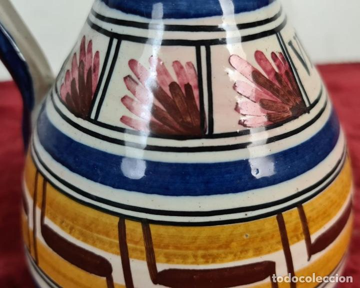 Antigüedades: PAREJA DE JARRAS. CERÁMICA ESMALTADA. DECORADA A MANO. TALAVERA. SIGLO XX. - Foto 9 - 218782551