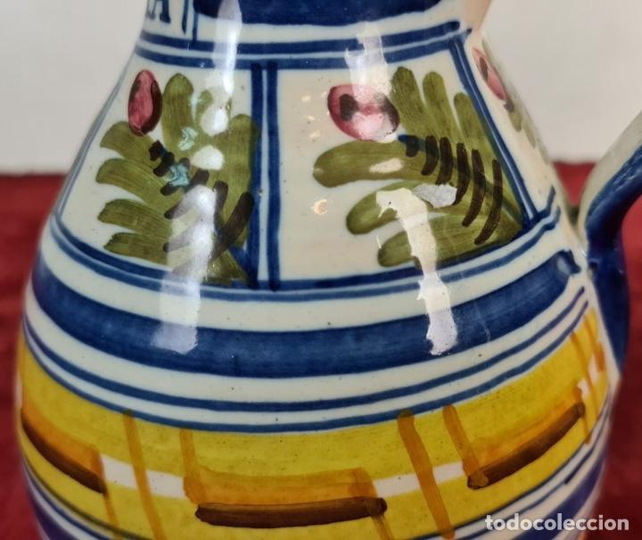 Antigüedades: PAREJA DE JARRAS. CERÁMICA ESMALTADA. DECORADA A MANO. TALAVERA. SIGLO XX. - Foto 11 - 218782551
