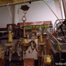 Antigüedades: LAMPARA ANTIGUA FUNCIONANDO BRONCE CRISTAL Y LAGRIMAS. Lote 218783982