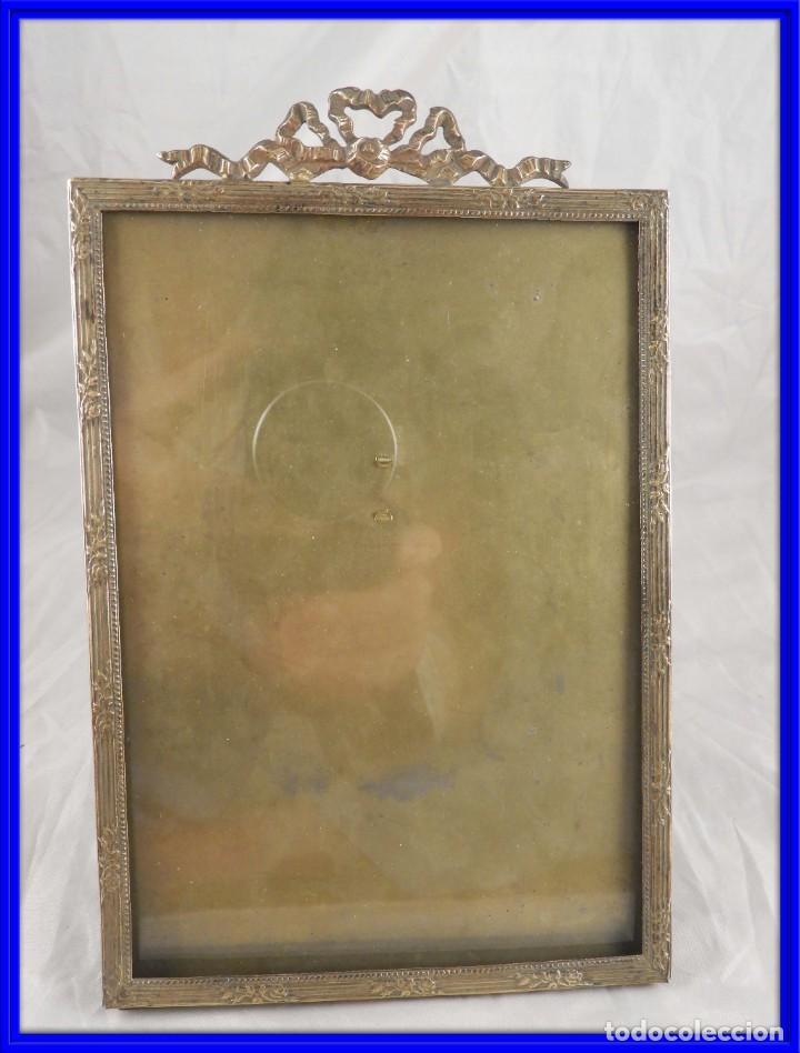 MARCO DE FOTOS ANTIGUO DE BRONCE CON COPETE DE GUIRNALDA (Antigüedades - Hogar y Decoración - Marcos Antiguos)