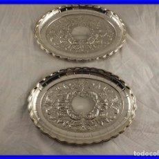 Antigüedades: PAREJA DE BANDEJAS DE PLATA 925 CON BONITO TRABAJO FLORAL. Lote 218793702