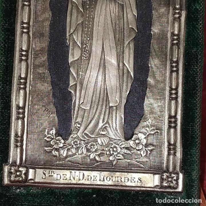 Antigüedades: VIRGEN DE LOURDES. METAL CHAPADO EN PLATA. CON ESTUCHE ORIGINAL. FRANCIA. SIGLO XIX - Foto 5 - 218795858