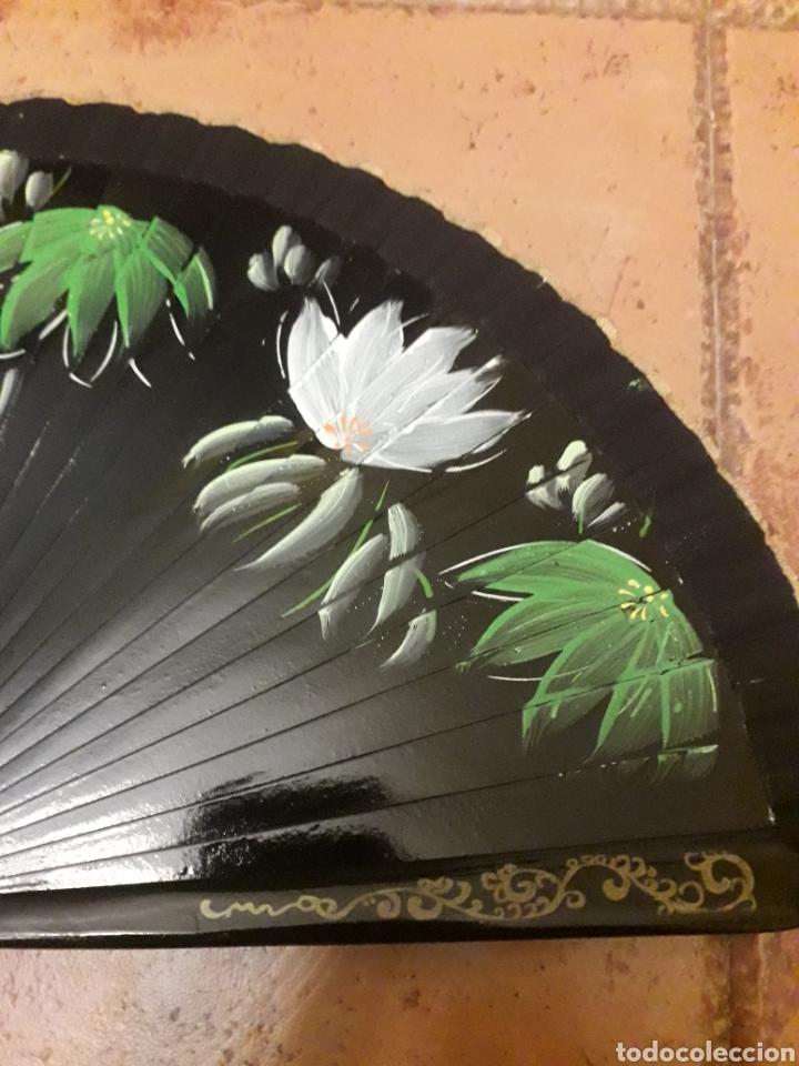 Antigüedades: Abanico Pintado a Mano a doble cara con varillaje de madera - Foto 2 - 218840336