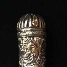 Antigüedades: FUSTA REBENQUE - ORO Y PLATA - SIGLO XIX - PRECIOSOS CINCELADOS - 31,8 CM.. Lote 218850276