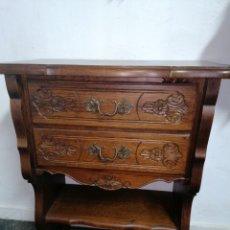 Antiquités: MUEBLE AUXILIAR TALLADO. Lote 218857596
